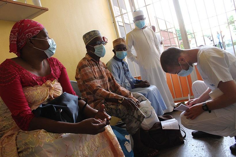 Évacuations sanitaires à Mayotte : plongeon dans un service régulé comme du papier à musique
