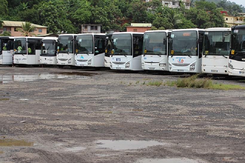 """Transport scolaire à Mayotte : """"Si le département ne bouge pas, il n'y aura pas de bus pour la rentrée scolaire"""""""