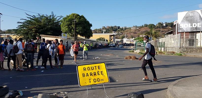 Nouveaux barrages pour protester contre l'absence de bus scolaire à Mayotte