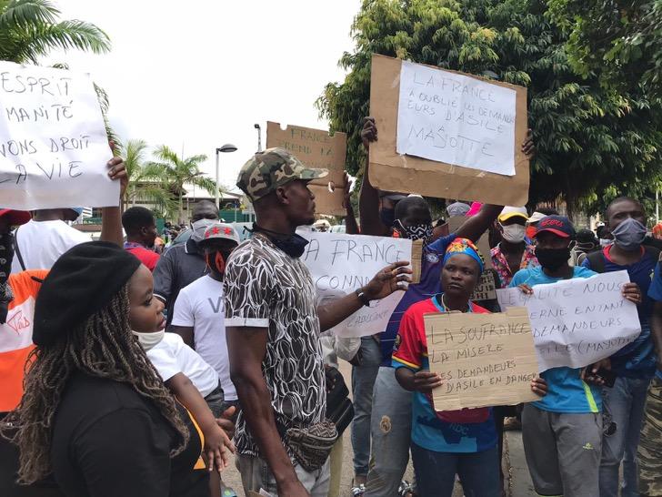 """Mayotte : """"On veut que l'État nous prenne en charge comme tous les demandeurs d'asile qui vivent en France"""""""