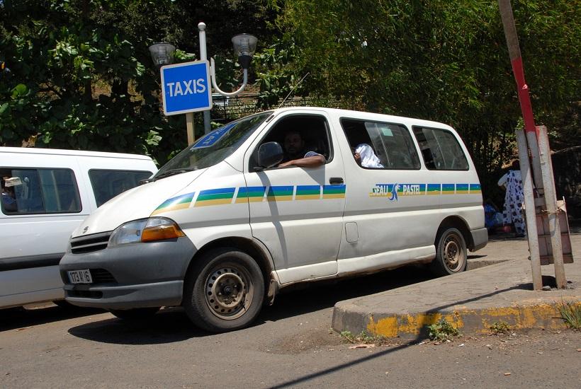 Les chauffeurs de taxi en panne de solutions
