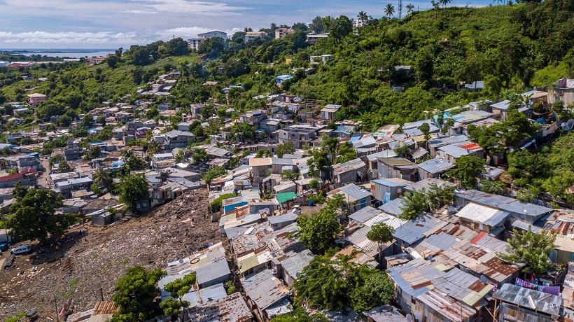 Le coronavirus frappe toujours à Mayotte… et davantage les zones précaires