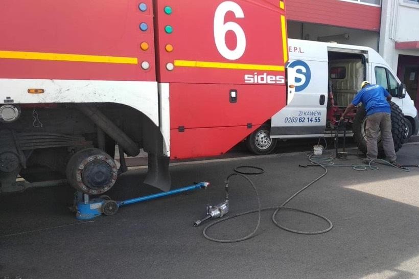 Pompiers de l'aéroport de Mayotte : un pneu remet le feu aux poudres