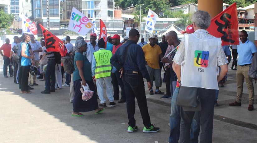 Réforme de la fonction publique : 200 enseignants dans la rue