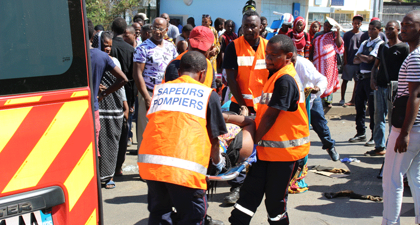 Violent accident de la route à Kaweni