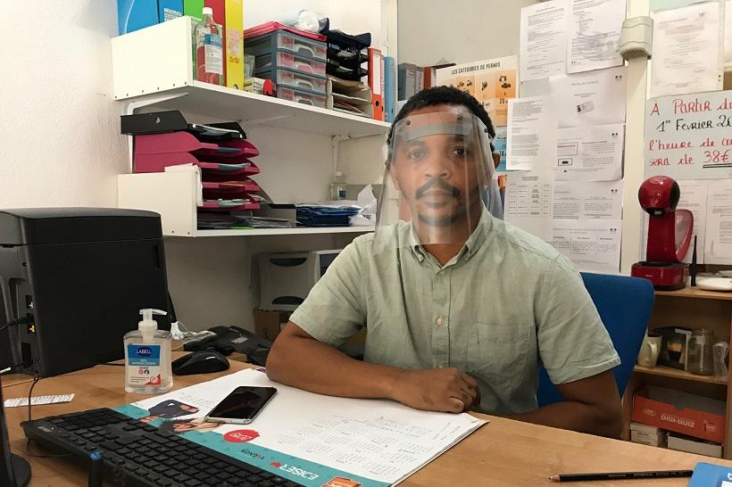 24h avec… Un gérant d'auto-école mahorais multi-tâches pour la reprise