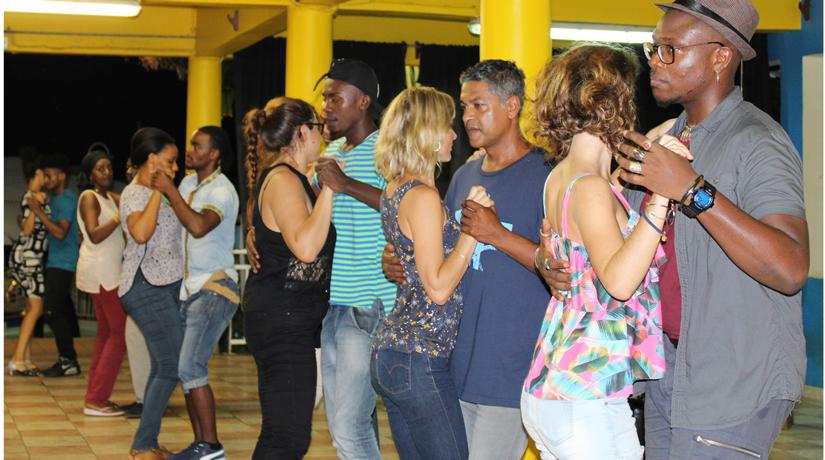 Les danses de couple à la conquête de Mayotte