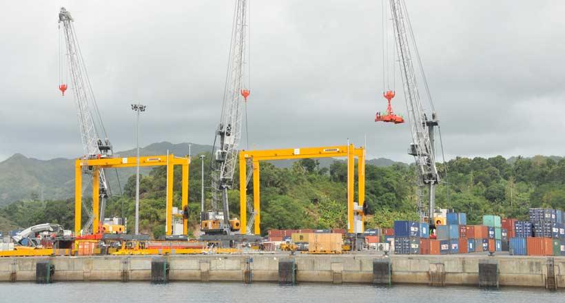 Le port de Mayotte privé de l'un de ses deux quais
