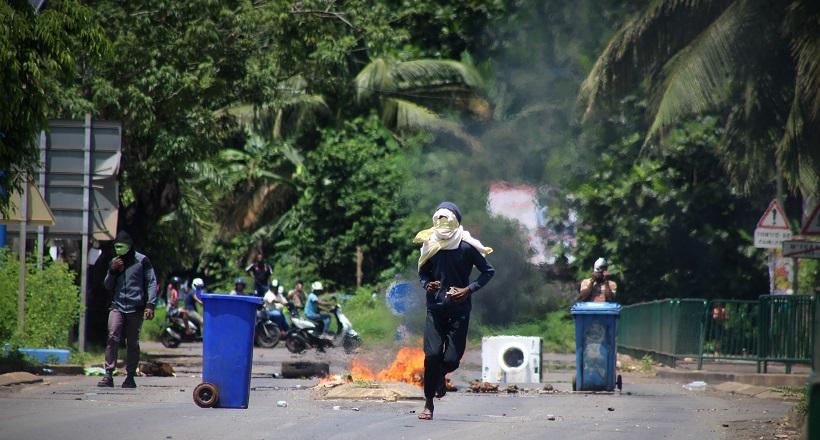 Doujani : avec l'intervention des automobilistes, les émeutiers pris entre-deux