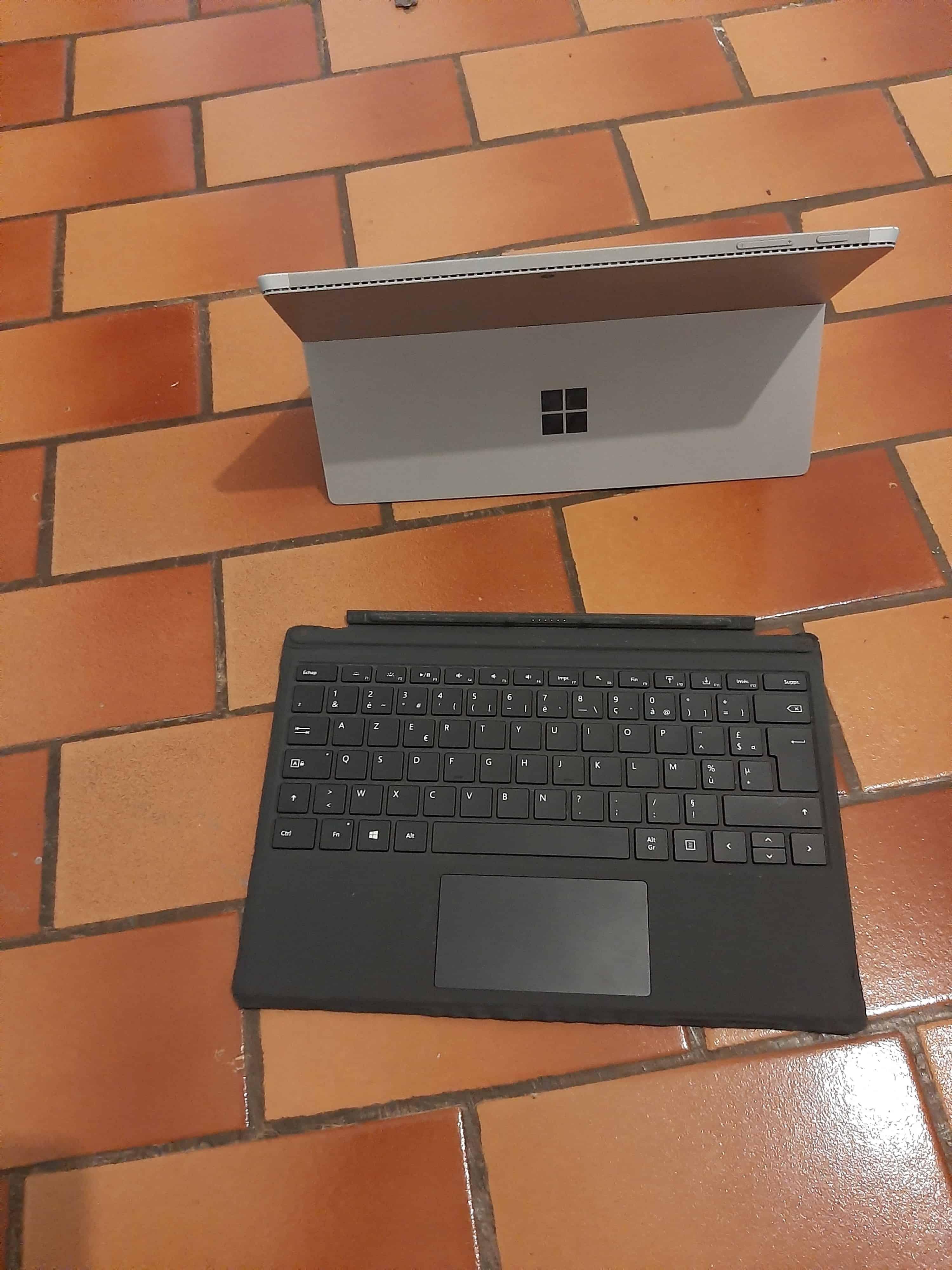 Vends ordi tablette surface pro 4 de Microsoft
