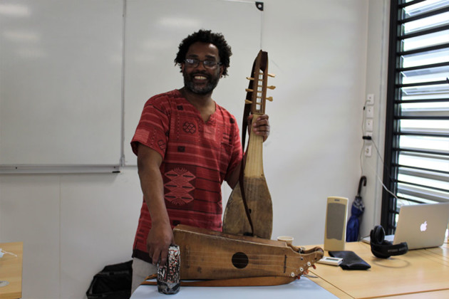 ecriture-textes-poesies-urbaines-musiques-chants-traditionnels-projet-artiste-ahamada-smis-collegiens-sada-bandrele