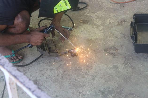 mecaniciens-angle-rue