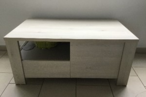Table basse beige moderne